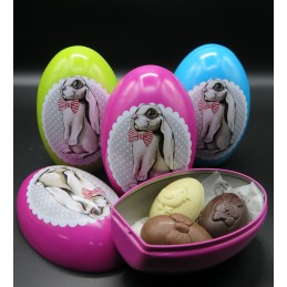 Caja metal con tres huevos...